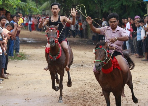 ... in Vihear Sour village in Kandal province, Cambodia, 04 October 2013