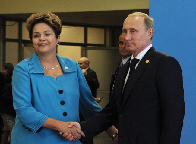 Rousseff (L) and Putin (R) shake hands prior to the opening the summit in the city of Fortaleza, 15 July 2014. Photo by EPA/BGNES